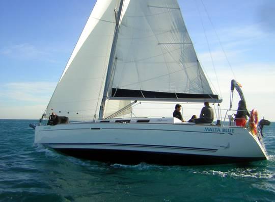 Alquilar un velero Dufour 40