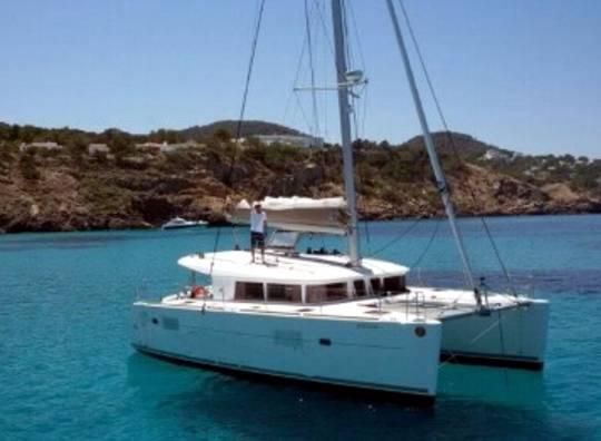 Alquilar un Lagoon 400 en Ibiza