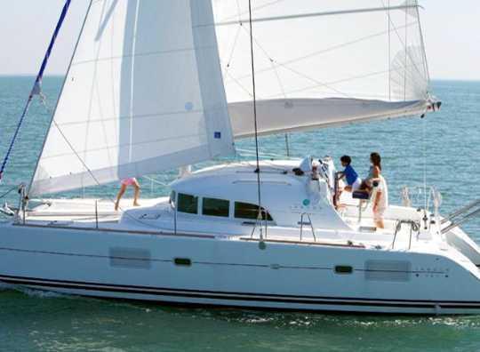 Alquilar un Lagoon 380 en Menorca